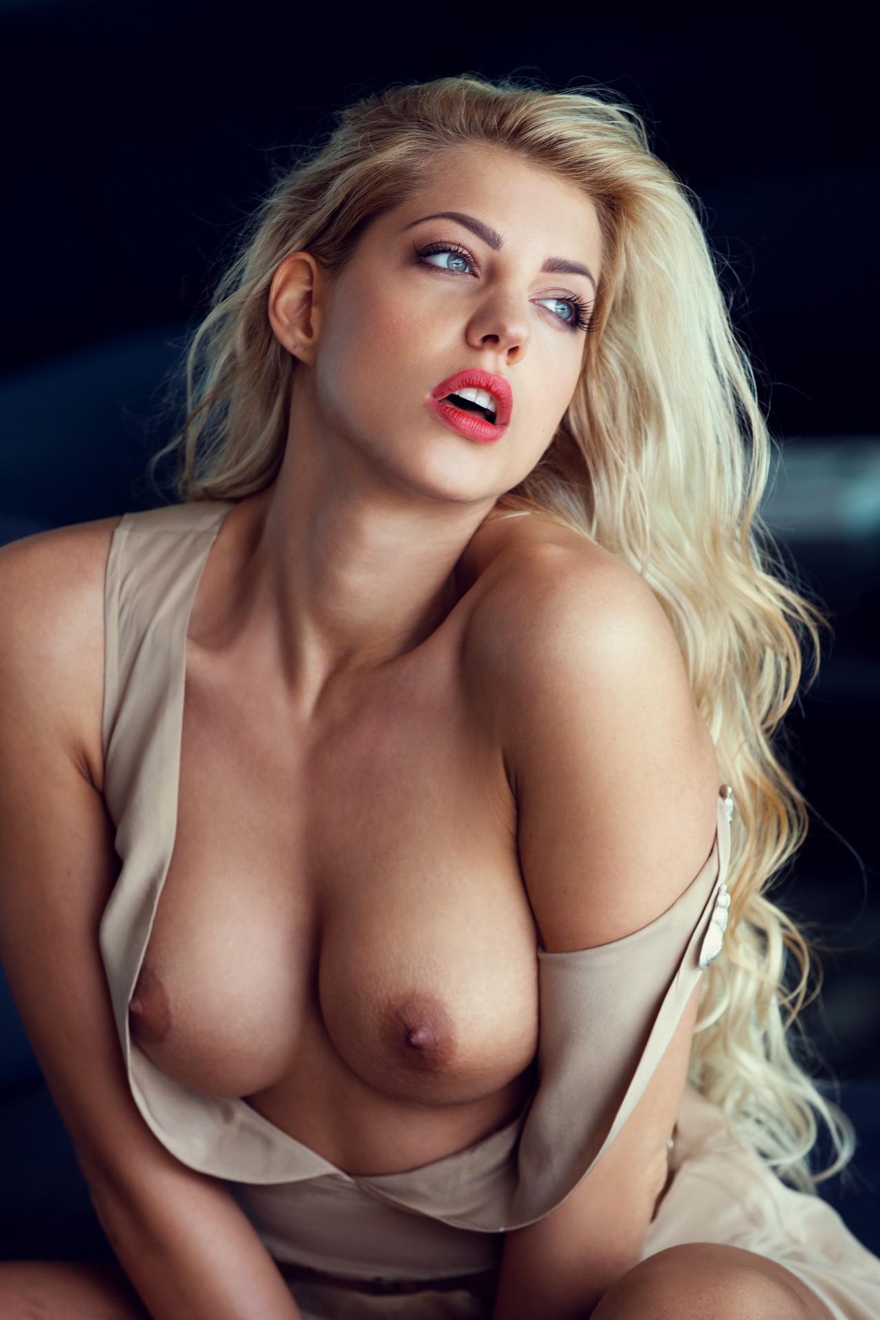 Bilder sarah nowak nackt Playmate Wallpaper