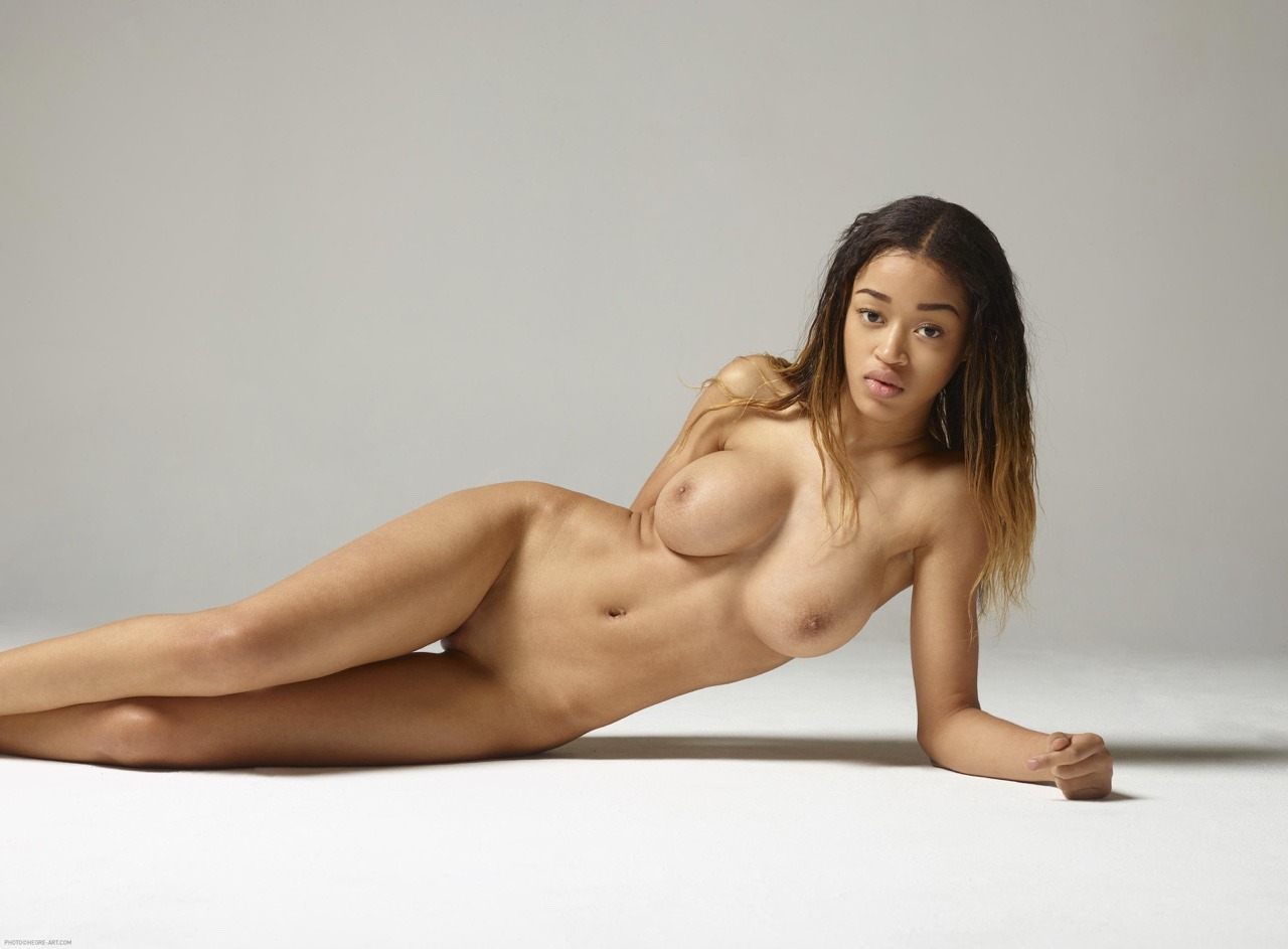 sexy-tyra-naked