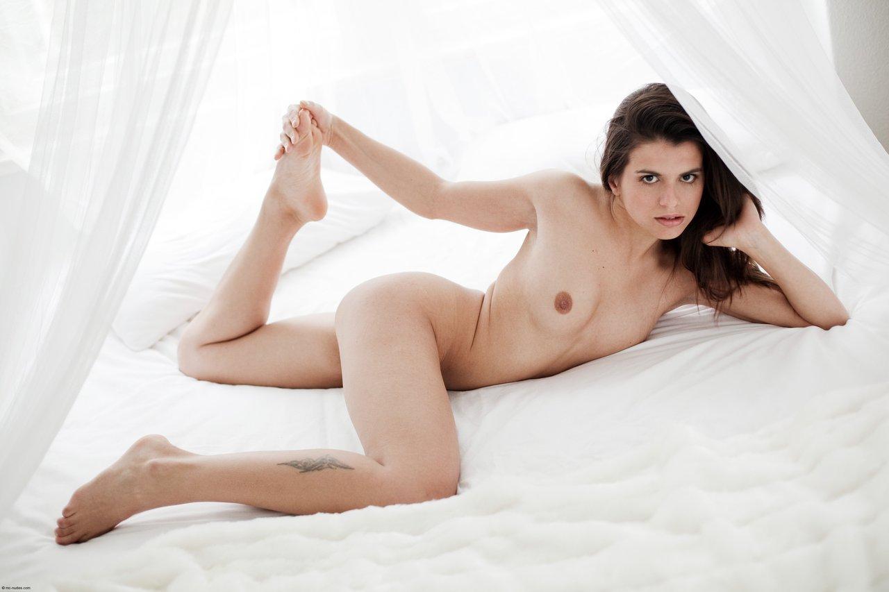 Topless Julia Macfarlane Nude Images