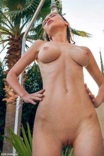 Alex-lynn Mila Azul – Outdoor Shower