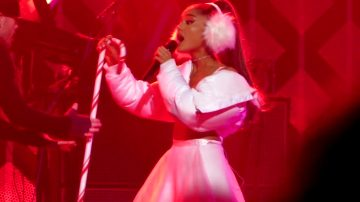 Ariana Grande – Jingle Ball Boston