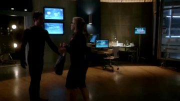 Arrow Memorial Edition: Emily Bett Rickards' Fiery Felicity Smoak Plot In The Flash