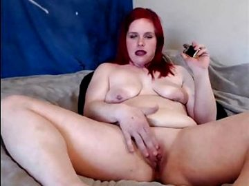 beautiful saggy milf playing with herself