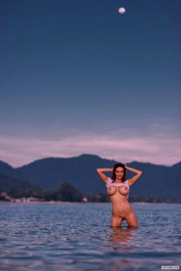 Busty-splash- – Bianca Beauchamp 2016