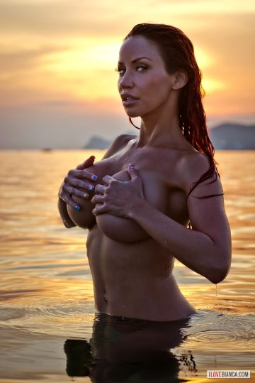 Busty-splash- – Bianca Beauchamp 2016