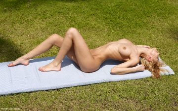 Charming Via Nude Art Pictures