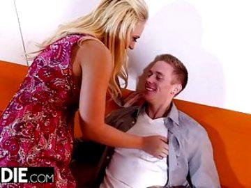 Cheating Wife Kagney Linn Karter Meets Boyfriend at Hotel