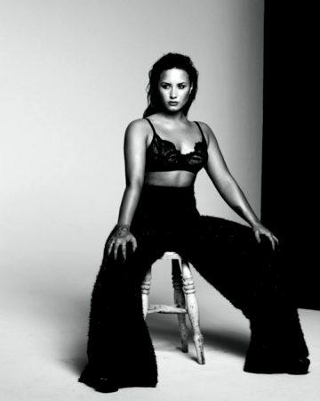 Demi Lovato – 2 Pics