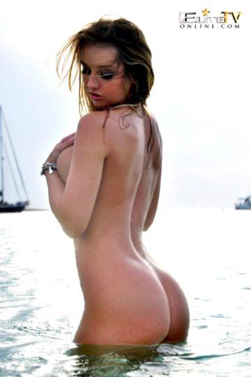 Dionne Daniels Swimming Naked
