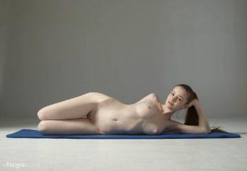 Emily – Elastic Elegance – Emily – Extreme Nude Fitness