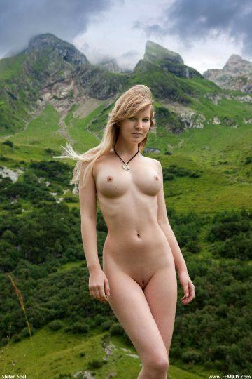 Femjoy 2010-09-26 – Belinda – Sexy Dirnld