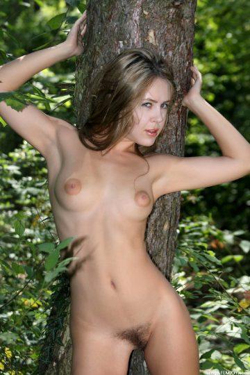 Femjoy Femjoy Rubie Meeting In The Wood