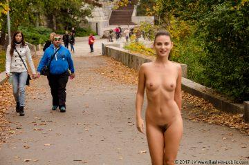 Flash-in-public Alina A – In A Park
