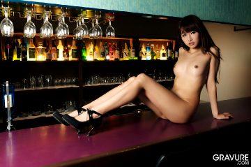 Gravure Mana Aoki – Salon Bar