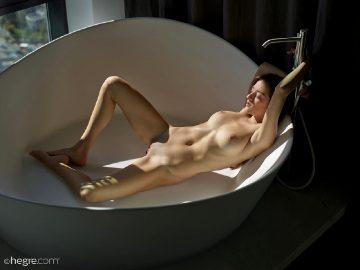 Hegre-art Arina – Form And Figure