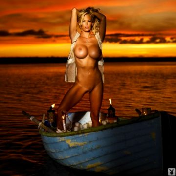 Jenna Jameson Shows You Why It Isn't So Bad To Be A Son Of The Beach – Set Two