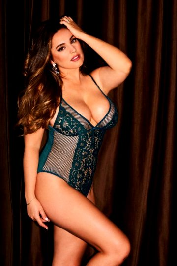 Kelly Brook In Sexy Lingerie