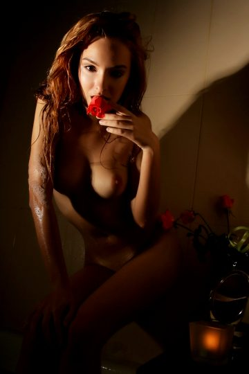 Kira – Wet Rose