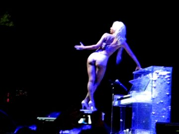 Lady Gaga – No Comment.