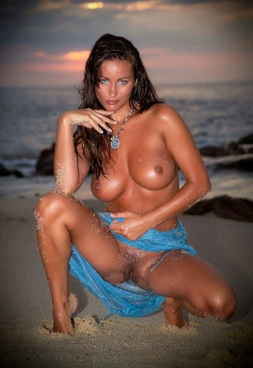 Lovely At Nude Art Pictures
