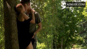Lunch – Kristen Bell From 'The Lifeguard'