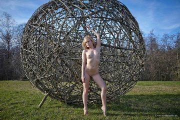Mia – Look My Big Ball