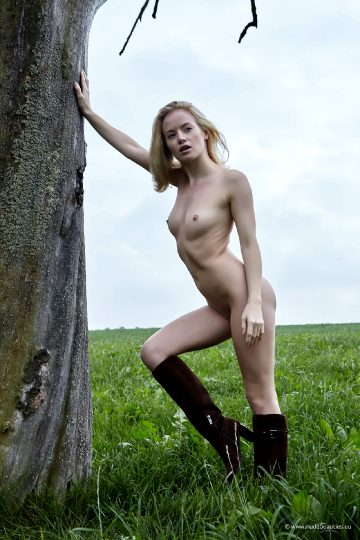 Mia – Under The Tree