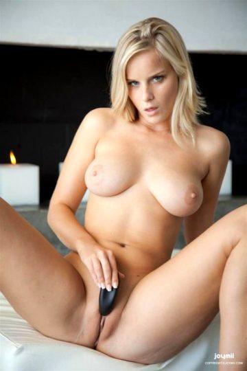 Miela – Blonde Ambition