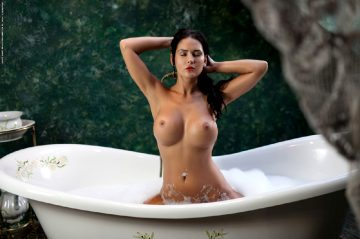 Model Kendraset A Thousand Bubblespictures 54 Hi-res Pictures 1 Coverresolution 3000pxrelease Date Saturday April 2 2016