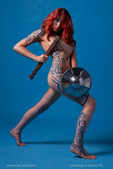 Nude-muse Amber – Warrior