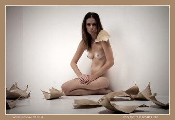 Nude-muse Sindy – Leaves