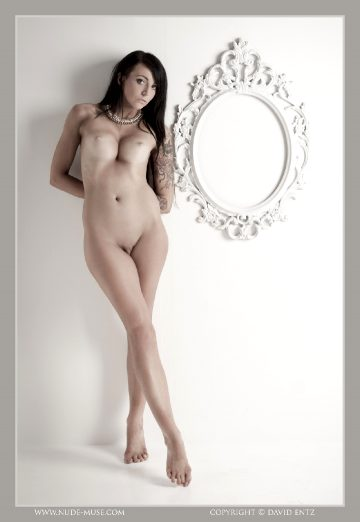 Nude-muse Tarryn – White