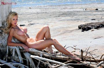 Nuerotica Grazia – Grazia At The Beach
