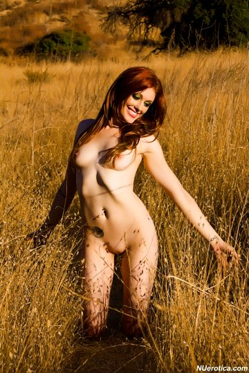 Nuerotica Virginia Gets Naked Outdoors-virginia Mae