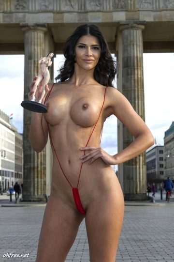 Ohfree Micaela Schaefer Topless With A Statue Of Herself