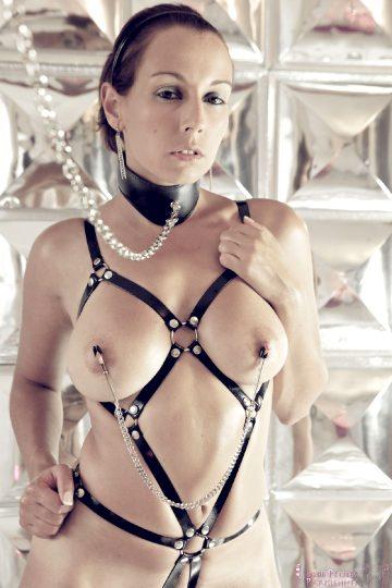 Petites-parisiennes Sarah – I Ain't Your Slave