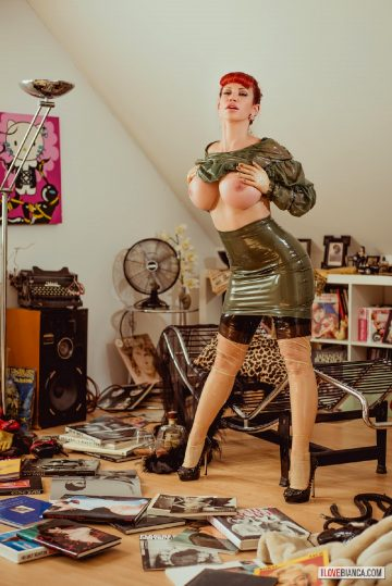 Pin-up-in-the-attic – Bianca Beauchamp 2016