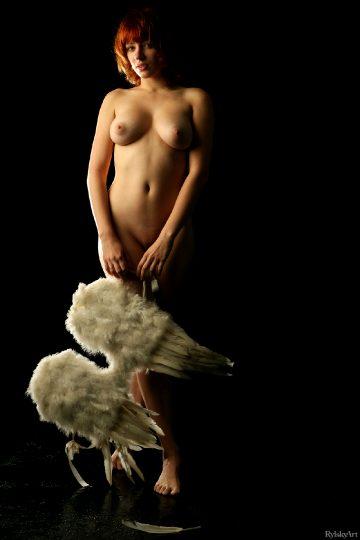 Rylskyart Kiara – Fly Me