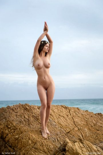 Susann Help Me Femjoy Susann Is Naked By A Rock At The Beach