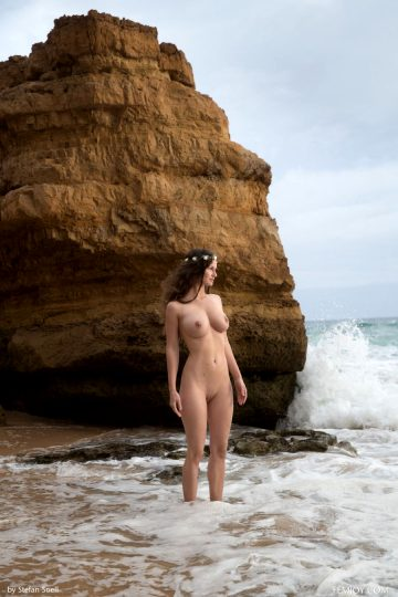 Susann Help Me Femjoy Susann Is Naked By A Rock At The Beach