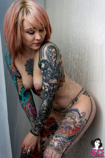 Tattooed Chick Casper Under The Shower