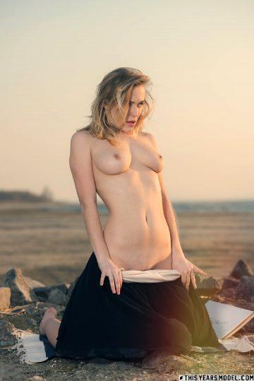 Thisyearsmodel Aislin – Beach Bellini