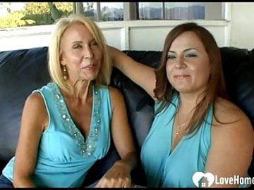 Two MILFs pleasure each other's cunts with toys