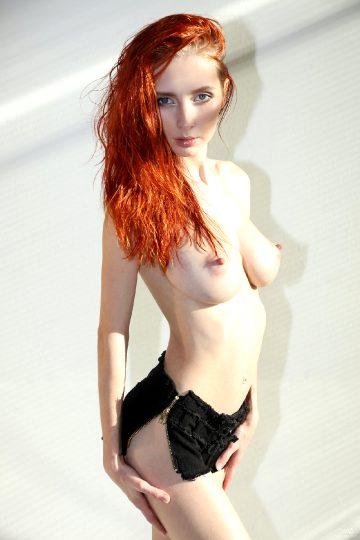 Watch4beauty Helga Grey – My Body In The Sunshine